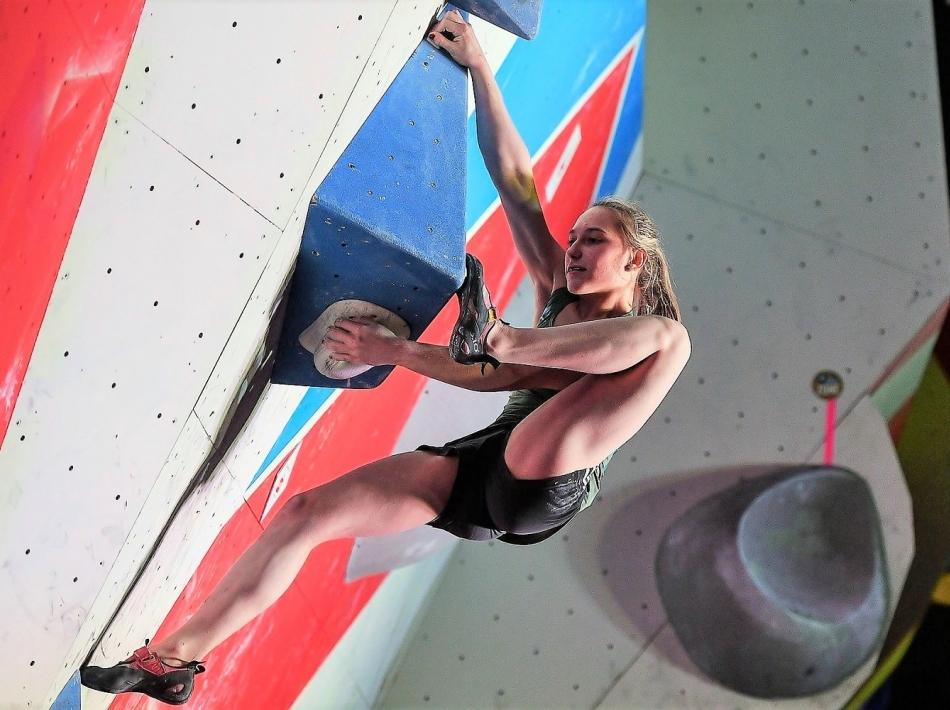 Janja Garnbret svetovna prvakinja v olimpijski kombinaciji in balvanih