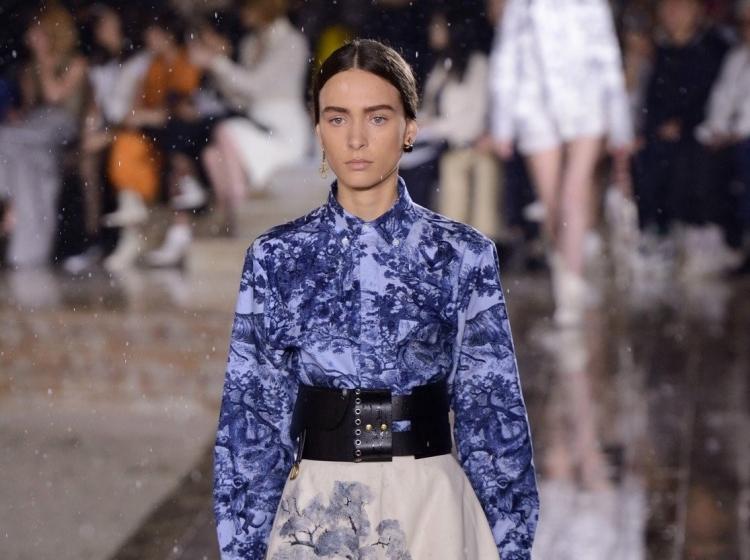 Elegantne in ženstvene kreacije modne hiše Christian Dior