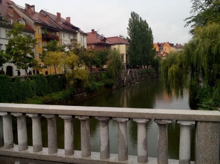 Slovenska vlada za oskrbo in integracijo migrantov ustanovila urad